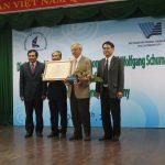 Buoi le phong GS danh du cho Thay Wolfgang Schumann nam 2013 - chuyen nganh Vi sinh